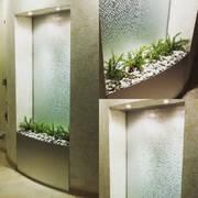Интерьерные водопады по стеклу